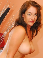 40 Plus Slut Loves To Slurp Nut!^over 40 Housewives Mature Porn Sex XXX Mature Mom Free Pics Picture Gallery