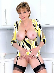 Busty MILF Babe^lady Sonia Mature Porn Sex XXX Mom Free Pics Picture Gallery