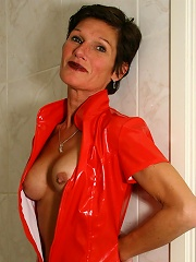 This Housewife Loves To Play In Her Bathroom^mature Nl Mature Porn Sex XXX Mom Free Pics Picture Gallery