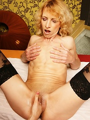 Hot Horny Babe Fisting A Horny Housewife^bizzare Mature Sex Mature Porn Sex XXX Mom Picture Pics