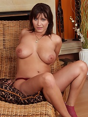 All Natural And Furry Housewife Sophia M Spreads Her Pussy Wide^all Over 30 Mature Porn Sex XXX Mature Matures Mom Moms Erotic Pics Picture Gallery Fr
